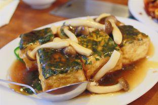 Foto 2 - Makanan(Tahu Special w/ Jamur Shimeji) di Eastern Restaurant oleh Novita Purnamasari