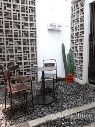 Foto 2 - Interior di Lot Thirty Six Coffee Shop oleh Selfi Tan