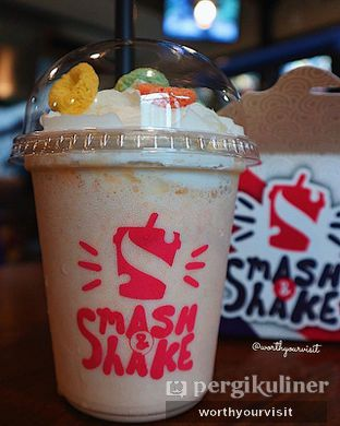 Foto 2 - Makanan(vanilla fruit pebbles) di Smash and Shake oleh Kintan & Revy @worthyourvisit