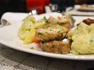 Foto 13 - Makanan(Knodel) di Collage - Hotel Pullman Central Park oleh IG: FOODIOZ