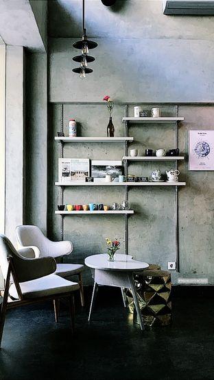 Foto 2 - Interior di Awesome Coffee oleh @stelmaris