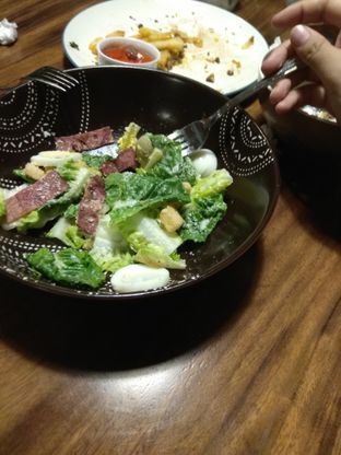 Foto - Makanan(Caesar salad) di Grob Kaffee oleh Airfroz