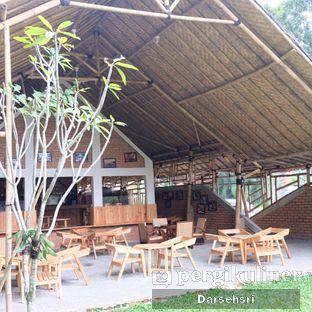 Foto 13 - Interior di Ruang Riung Coffee & Eatery oleh Darsehsri Handayani