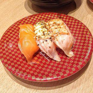 Foto 2 - Makanan(Salmon Triple Flavor) di Genki Sushi oleh Dyah Arumawar Rachma