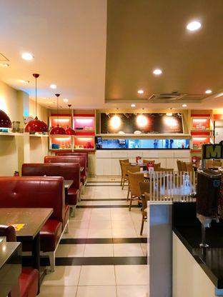 Foto 2 - Interior di Pizza Hut oleh yudistira ishak abrar