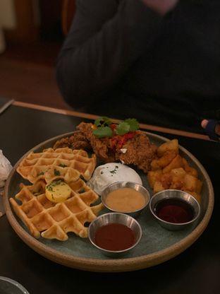 Foto 5 - Makanan(Fried Chicken & Waffle) di Benedict oleh Maria Marcella