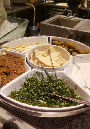 Foto 6 - Makanan(humus) di Collage - Hotel Pullman Central Park oleh maysfood journal.blogspot.com Maygreen