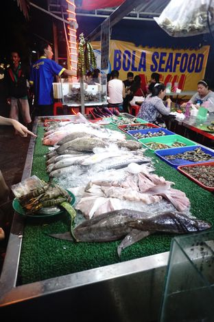 Foto 6 - Interior di Bola Seafood Acui oleh Nanakoot