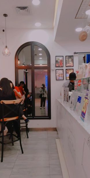 Foto 8 - Interior di In Tea Cafe oleh yukjalanjajan