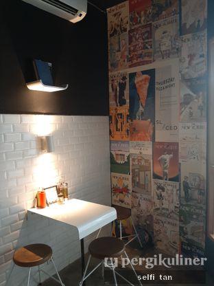 Foto 4 - Interior di Sliced Pizzeria oleh Selfi Tan