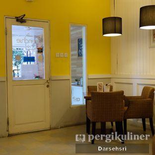 Foto 4 - Interior di Frenchie oleh Darsehsri Handayani