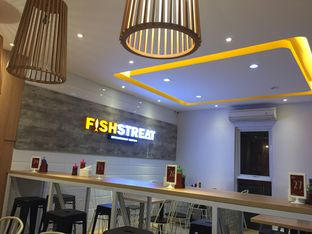 Foto 8 - Interior di Fish Streat oleh Yohanacandra (@kulinerkapandiet)