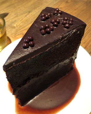 Foto 2 - Makanan(Chocolate cake) di Toby's Estate oleh Claudia @claudisfoodjournal