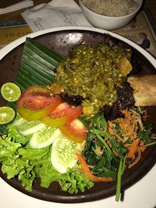 Foto 3 - Makanan(Iga Bakar Pake Sambel Ijo Top Banget😍 The Beef Melts In Your Mouth!) di Social House oleh Lakita Vaswani