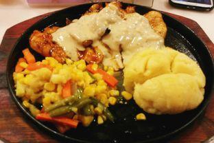 Foto 1 - Makanan di Frankfurter Hotdog and Steak oleh Vising Lie