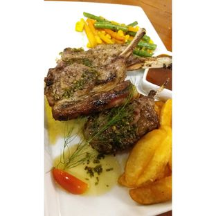 Foto 3 - Makanan(Finger Ribs (lamb) with bbq sauce, wedges & mixed vegetables) di Double U Steak by Chef Widhi oleh Jenny (@cici.adek.kuliner)