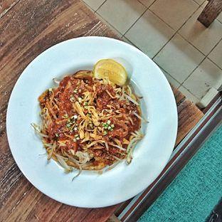 Foto 7 - Makanan(lontong tahu pluie) di PLUIE Cafe & Resto oleh duocicip