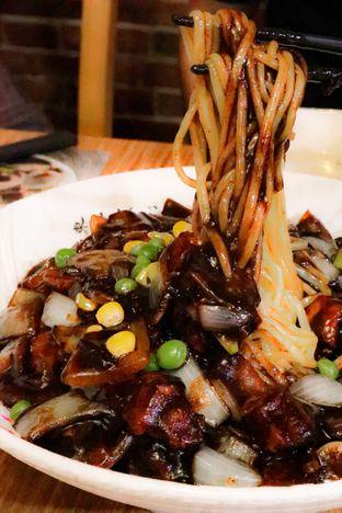 Foto 1 - Makanan di Legend Of Noodle oleh thehandsofcuisine