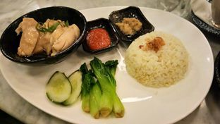 Foto 1 - Makanan(Hainanese Chicken or Roast Duck Rice) di Waha Kitchen - Kosenda Hotel oleh Komentator Isenk