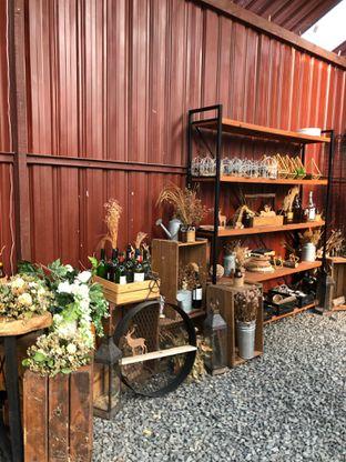 Foto 3 - Interior di Rustic Market oleh @yoliechan_lie