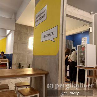 Foto 8 - Interior di OTW Food Street oleh Genina @geeatdiary