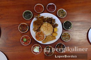 Foto 3 - Makanan di Sambal Khas Karmila oleh Julio & Sabrina