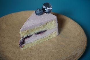 Foto 6 - Makanan(Blueberry Cheesecake) di The Larder at 55 oleh eatwerks