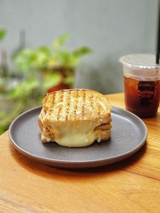 Foto review Roti Eneng oleh foodstory_byme (IG: foodstory_byme)  1