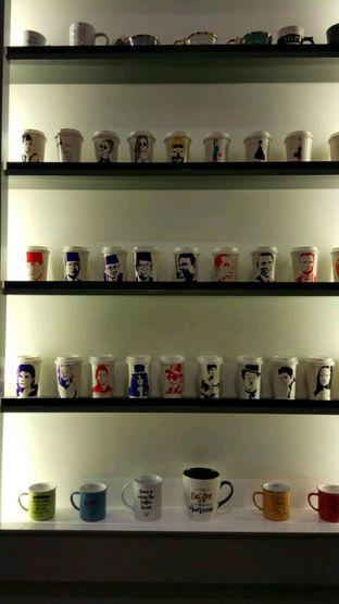 Foto 5 - Interior di Red Door Koffie House oleh YSfoodspottings