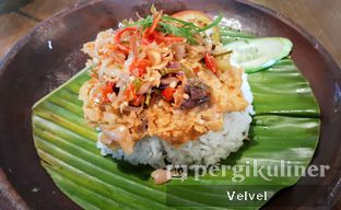 Foto 2 - Makanan(Ayam Geprek Sambal Matah) di The People's Cafe oleh Velvel