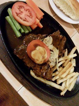 Foto 3 - Makanan di Bon Ami Restaurant & Bakery oleh Ratu Aghnia