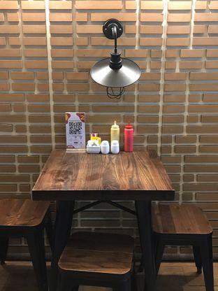 Foto 24 - Interior di Loko Cafe oleh yudistira ishak abrar