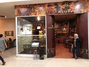 Foto 10 - Eksterior(area smoking) di Rollaas Coffee & Tea oleh Budi Lee
