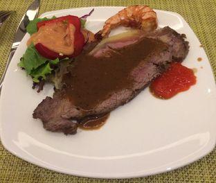 Foto 6 - Makanan di The Square - Hotel Novotel Tangerang oleh Manstabh Food