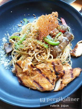 Foto 7 - Makanan(spaghetti aglio olio chicken) di Formaggio Coffee & Resto oleh ellien @rubrik_jajan
