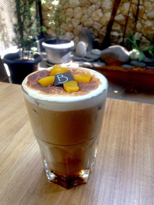Foto 2 - Makanan(Peach And Toasted Marshmallow Coffee) di Bellamie Boulangerie oleh Dianty Dwi