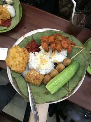 Foto 1 - Makanan di Nasi Jamblang Asli Khas Cirebon oleh Vicky Angdi