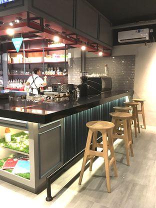 Foto 5 - Interior di Dopamine Coffee & Tea oleh Prido ZH