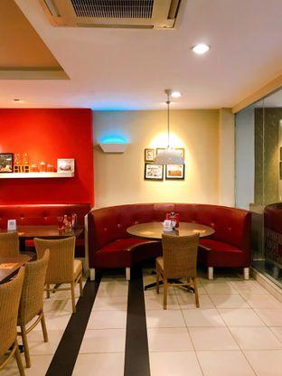 Foto 5 - Interior di Pizza Hut oleh yudistira ishak abrar