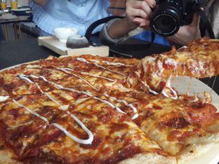 Foto 5 - Makanan di Monchitto Gourmet Pizza oleh @stelmaris