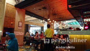 Foto 6 - Interior di Fish & Co. oleh AndaraNila