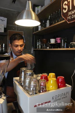 Foto 11 - Interior di Kopipapi Coffee oleh AndaraNila