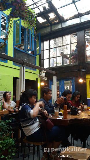 Foto 6 - Interior di Giyanti Coffee Roastery oleh Selfi Tan