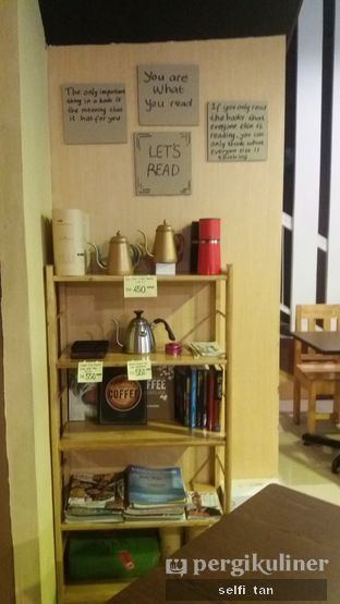 Foto 3 - Interior di Logika Coffee oleh Selfi Tan