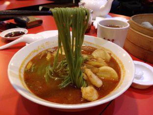 Foto 6 - Makanan(Mi tomyam udang) di Din Tai Fung oleh Desi Ari