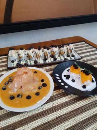 Foto 1 - Makanan di Baiza Sushi oleh BiBu Channel