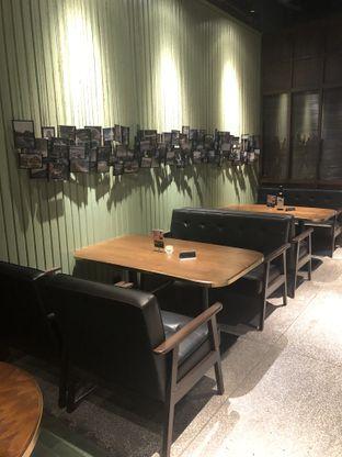 Foto 11 - Interior di FLYNN Dine & Bar oleh feedthecat