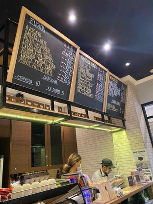Foto review Y Bakery & Coffee oleh Jeljel  11