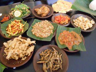 Foto 4 - Makanan di Waroeng SS oleh Olivia @foodsid