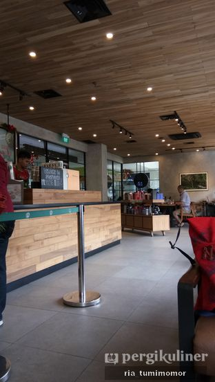Foto 7 - Interior di Starbucks Coffee oleh riamrt
